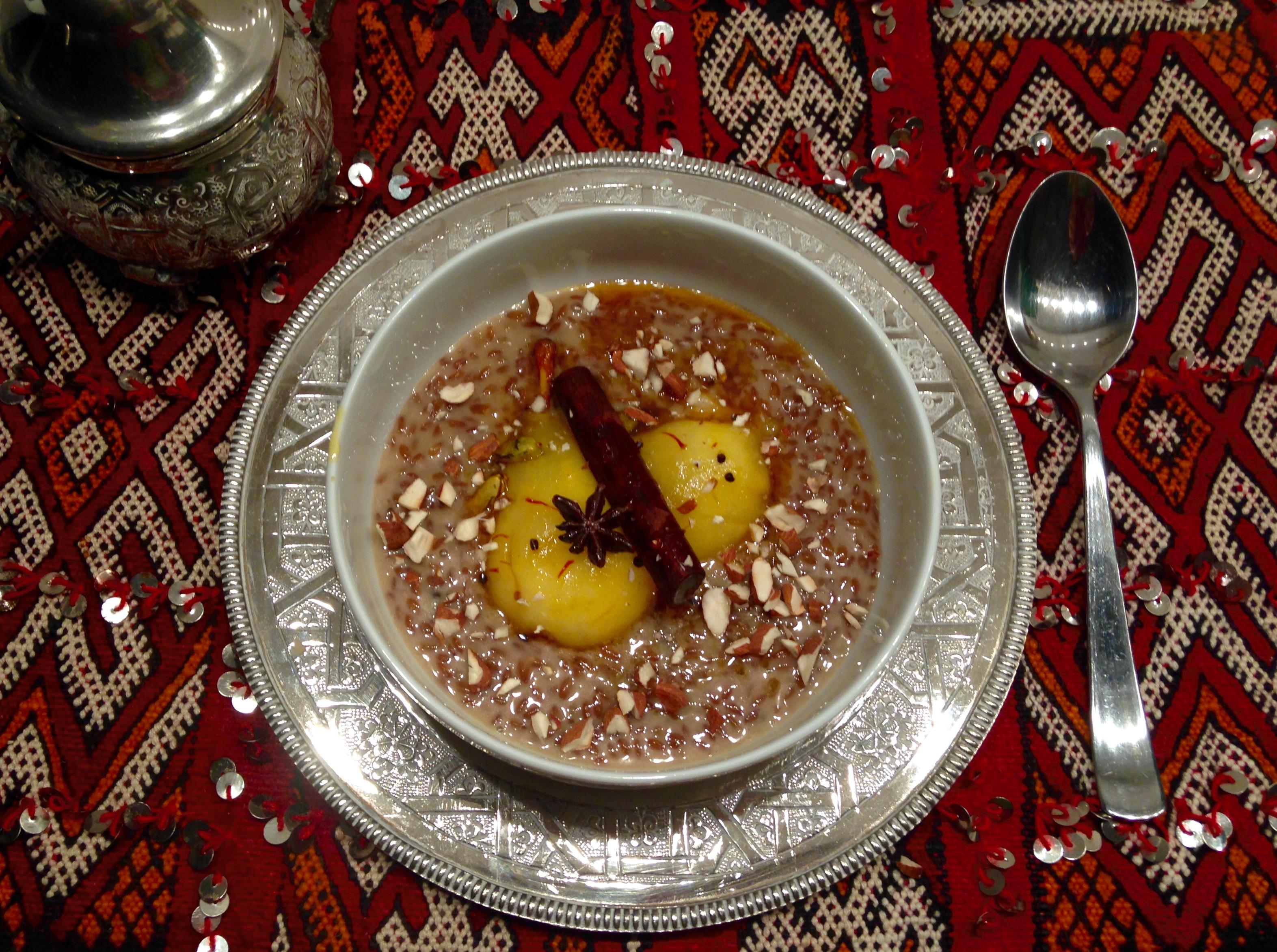Petit épeautre au lait d'amande, poires pochées au safran
