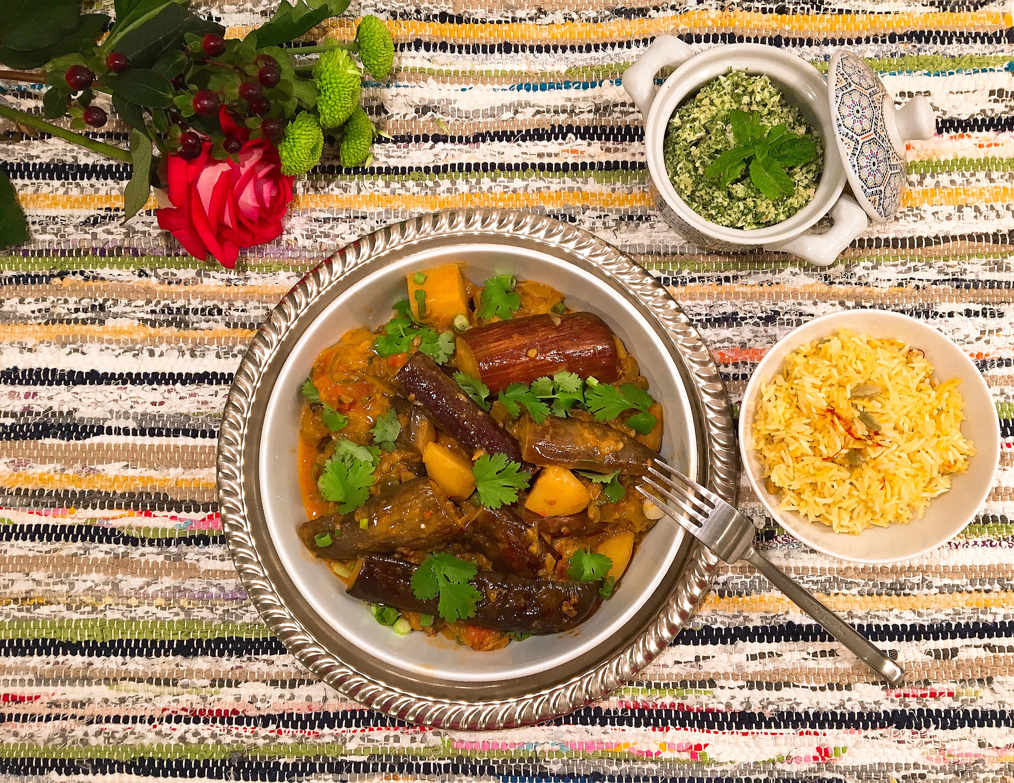 Curry d'aubergines à la mode du Chettinad, chutney au coco et aux herbes, riz au safran