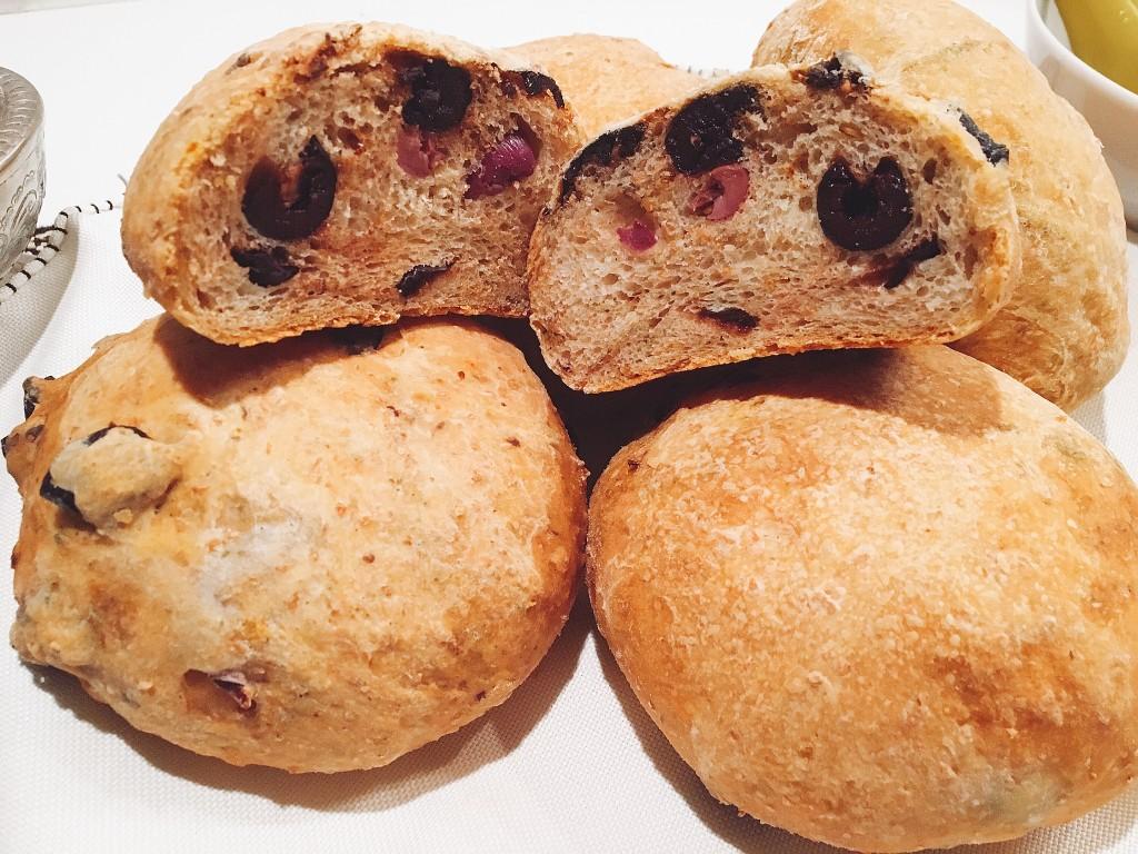 Petits pains yaourt et olives
