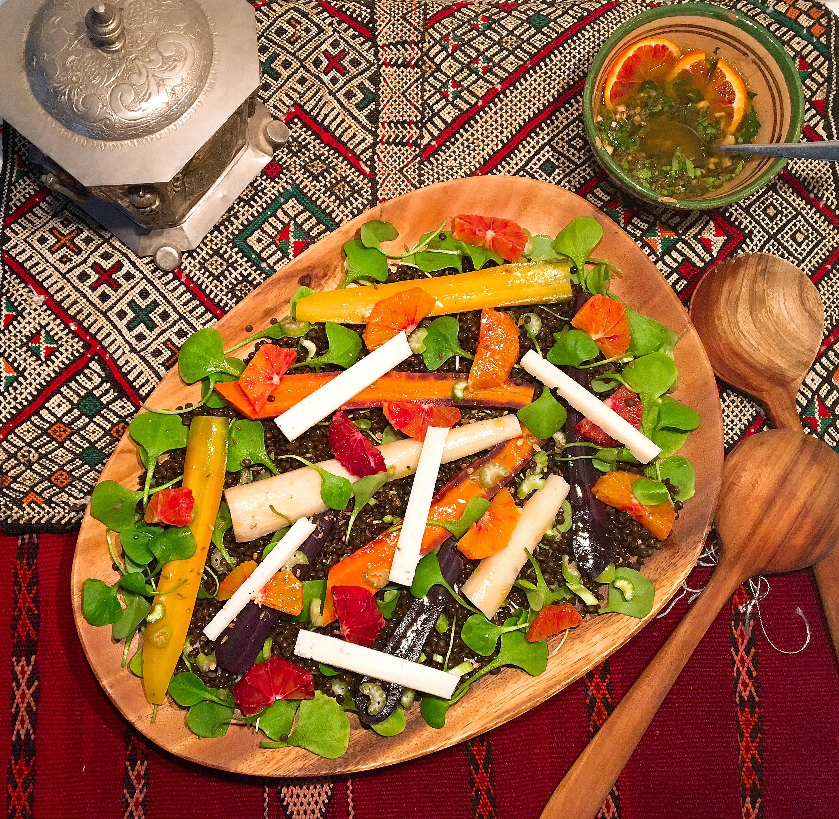 Salade de lentilles hivernale aux racines et aux oranges sanguines