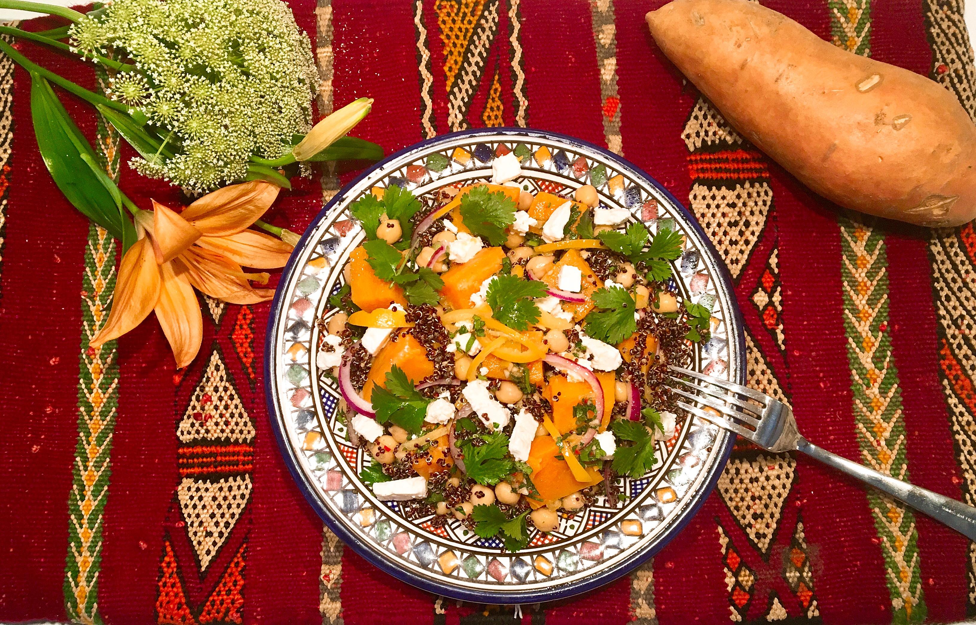 Salade tiède de pois chiches aux patates douces et au quinoa