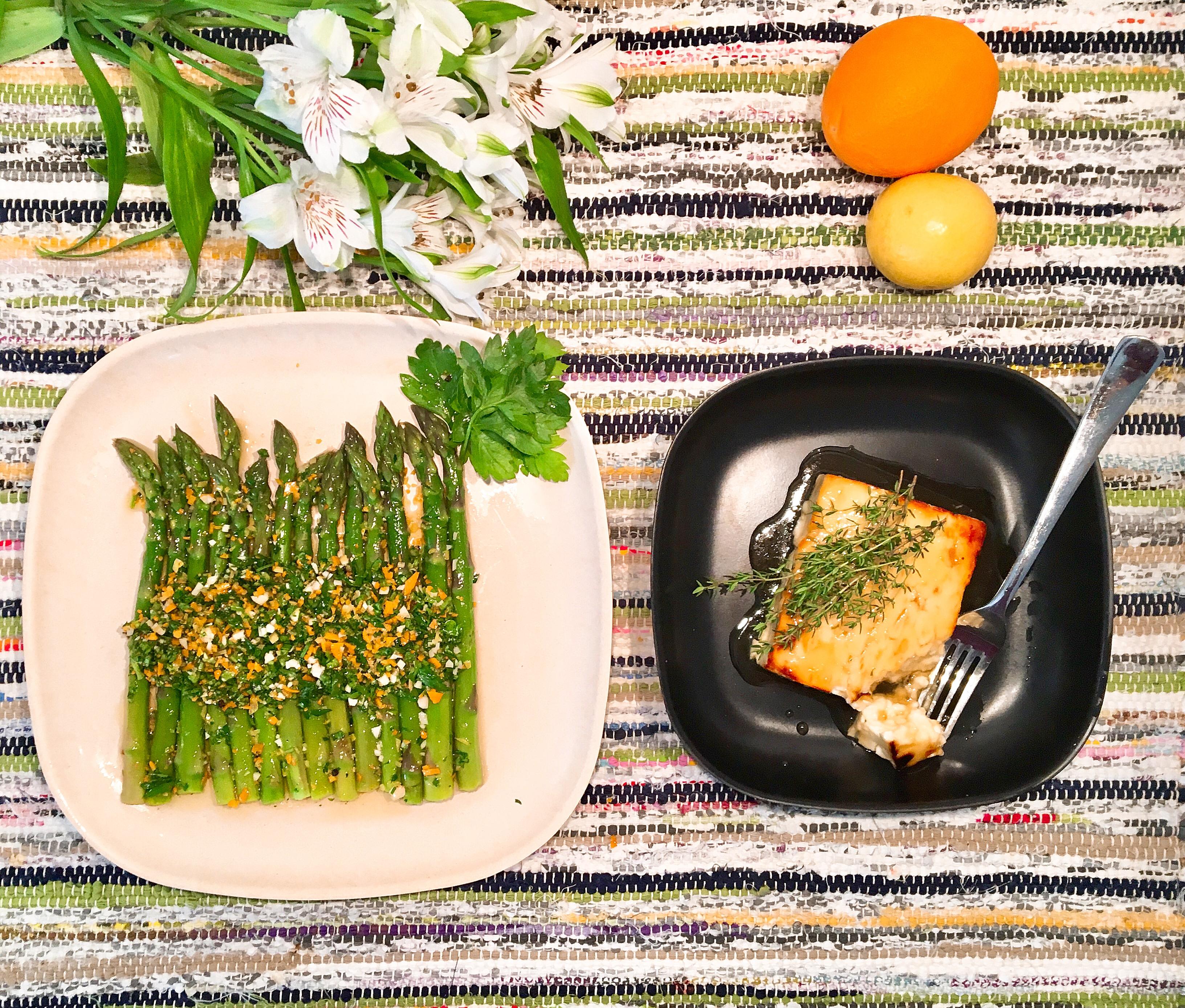 Asperges vertes à la gremolata, Feta rôtie au miel et au thym