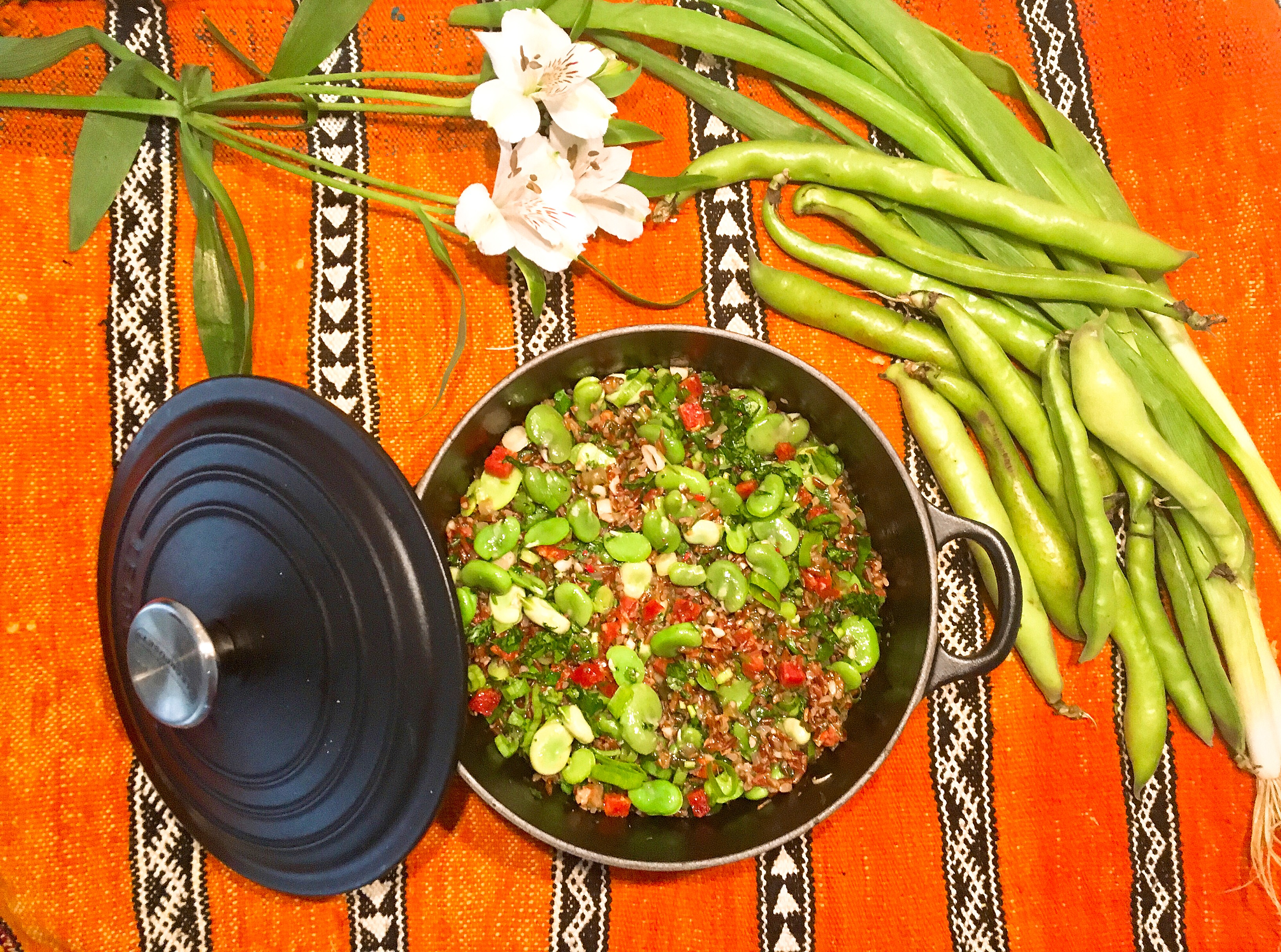 Pilaf de riz rouge de Camargue aux fèves des marais et au chorizo