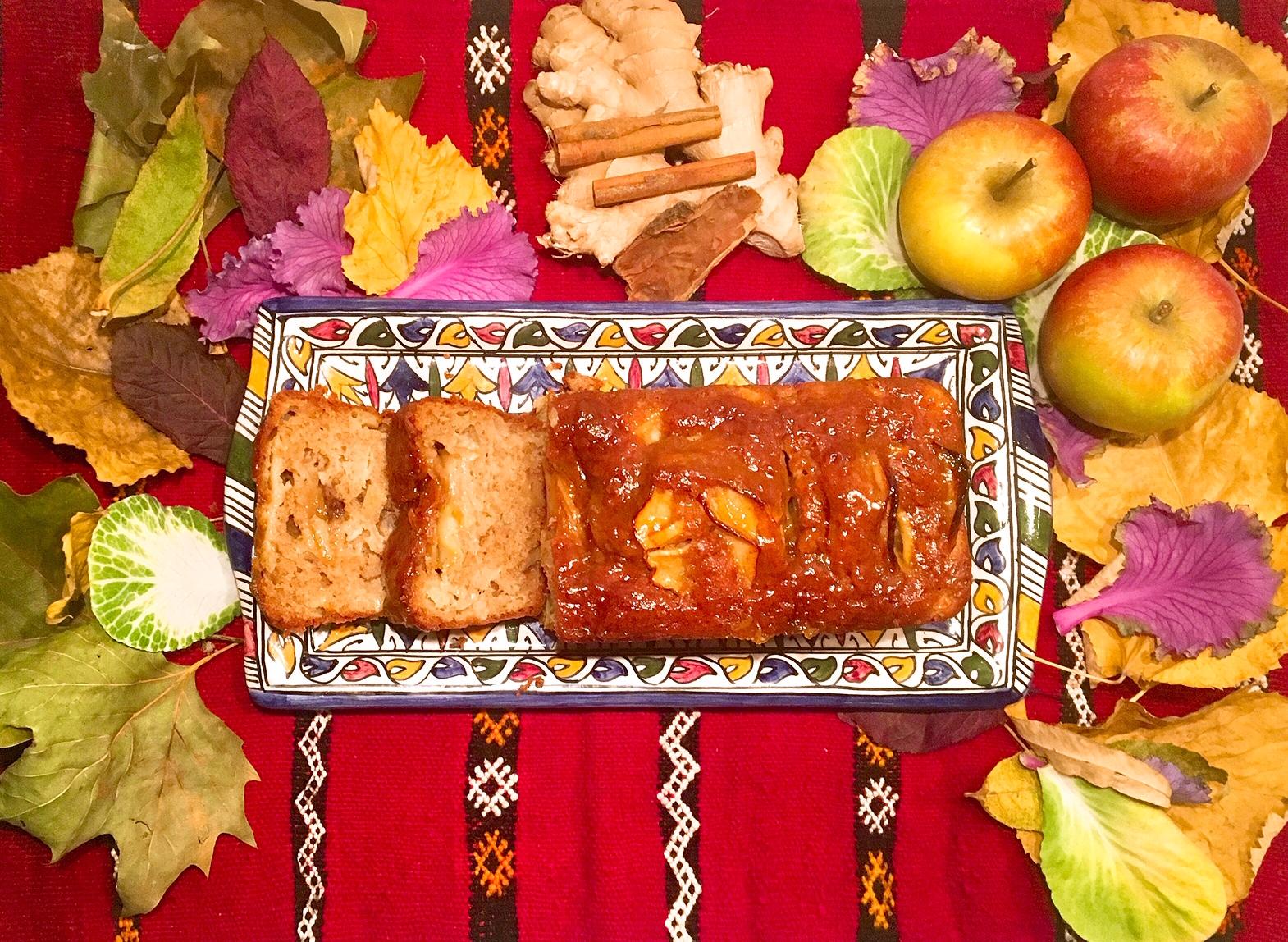 Cake aux pommes , aux noix et à la cannelle