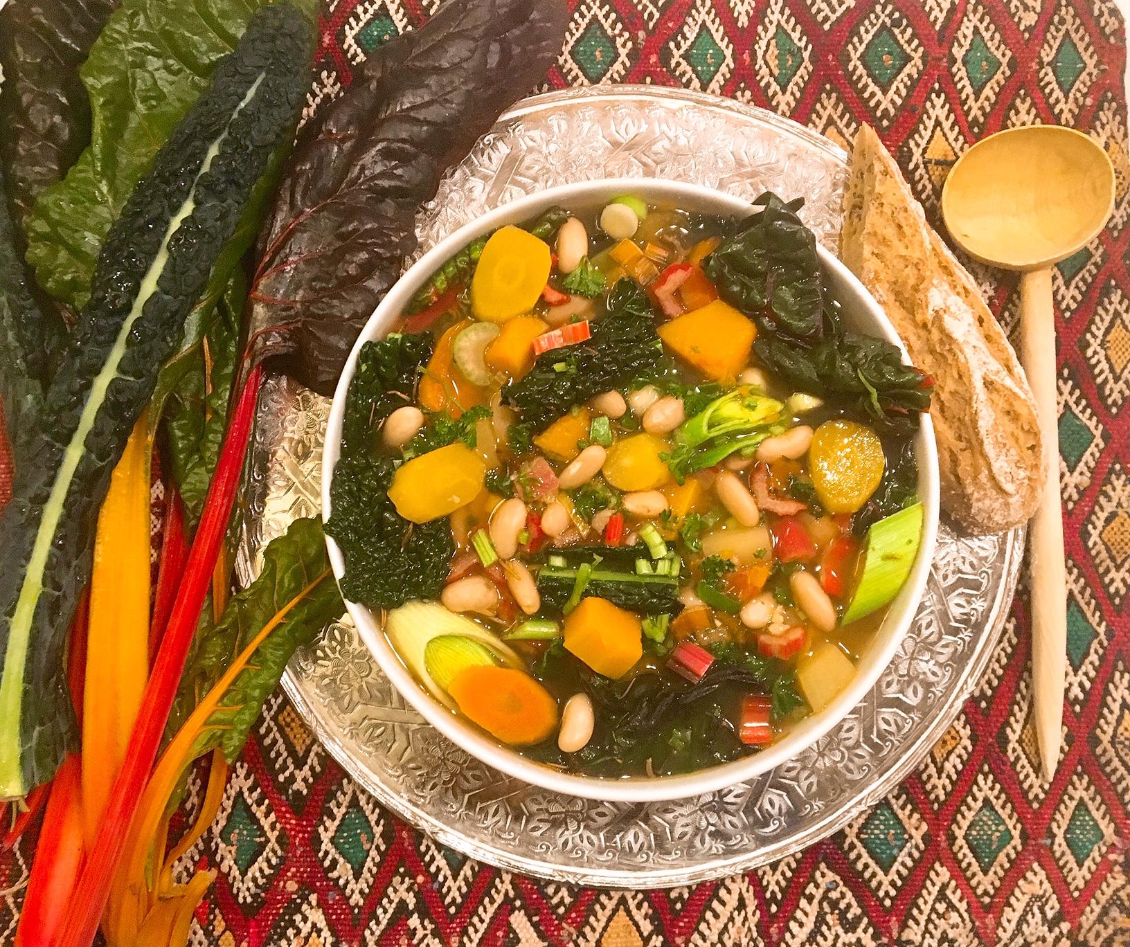 Soupe ribollita  à ma façon, aux bettes et au chou cavolo nero