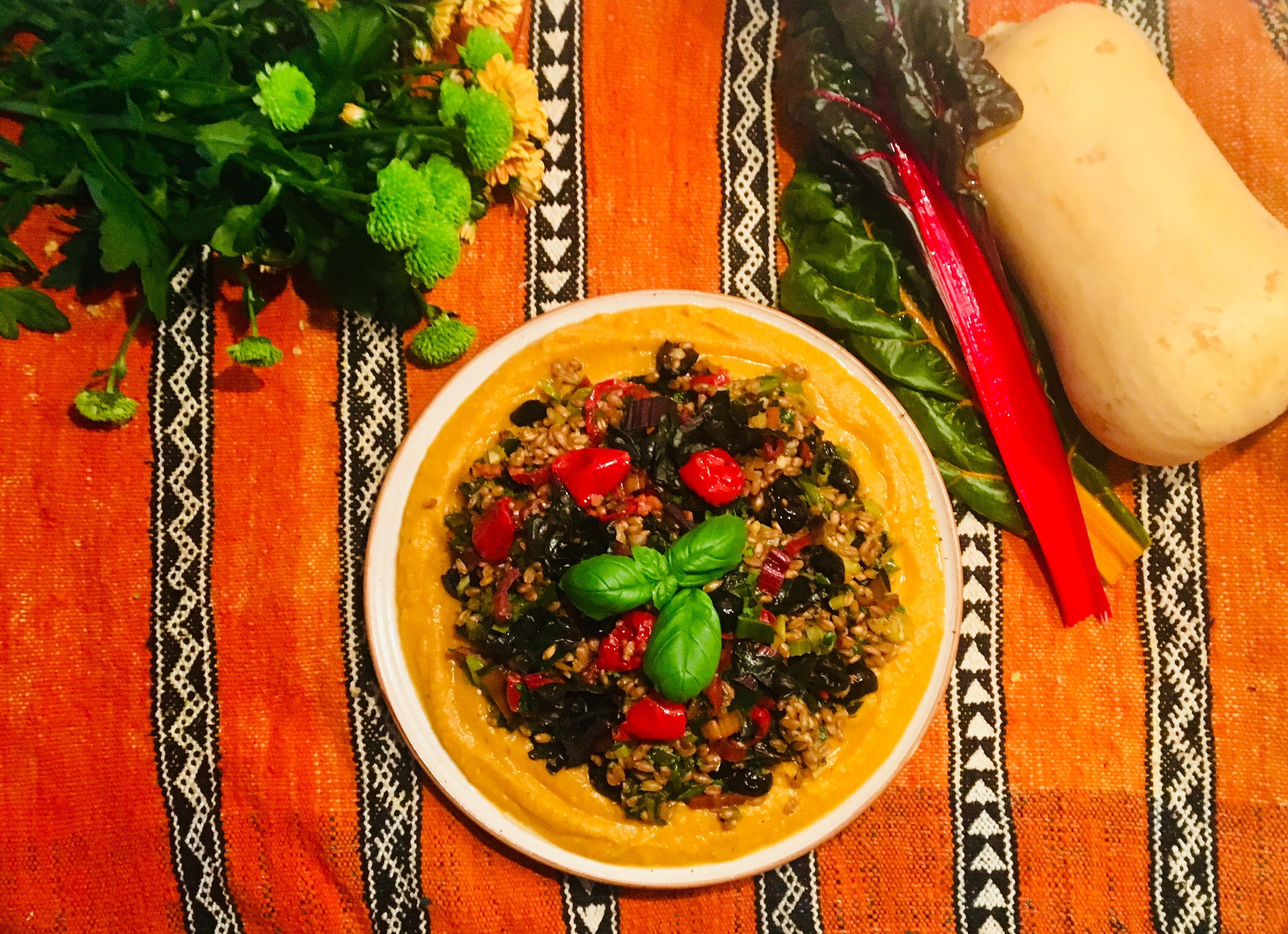 Risotto d'épeautre aux bettes et aux olives, crème de butternut à l'orange
