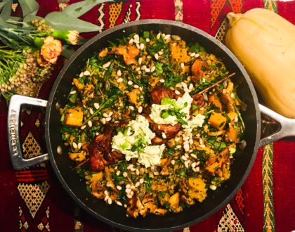Pilaf de freekeh concassé  à la butternut et aux girolles, brochettes de poulet au paprika
