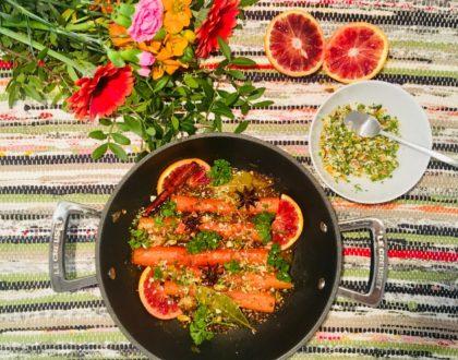 Carottes étuvées aux oranges sanguines et aux épices , salsa aux amandes et aux graines