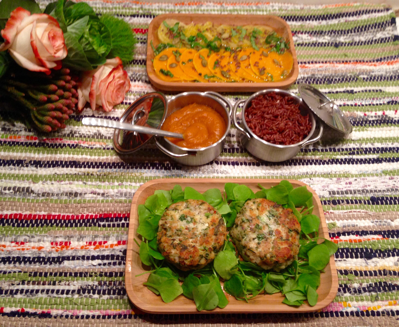 Ketchup et carpaccio de butternut, fish cakes aux câpres