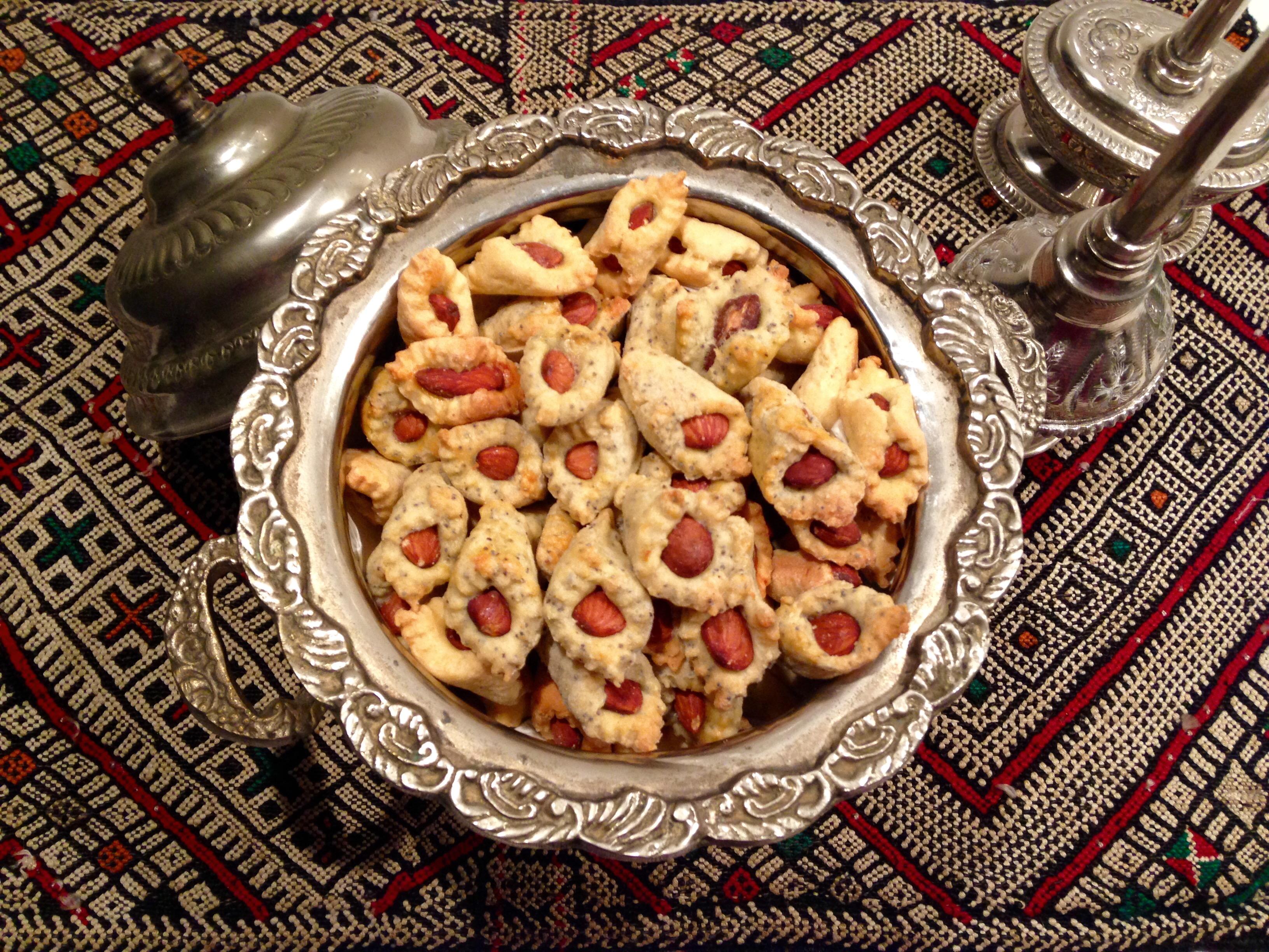 Petits biscuits salés aux amandes et au pavot