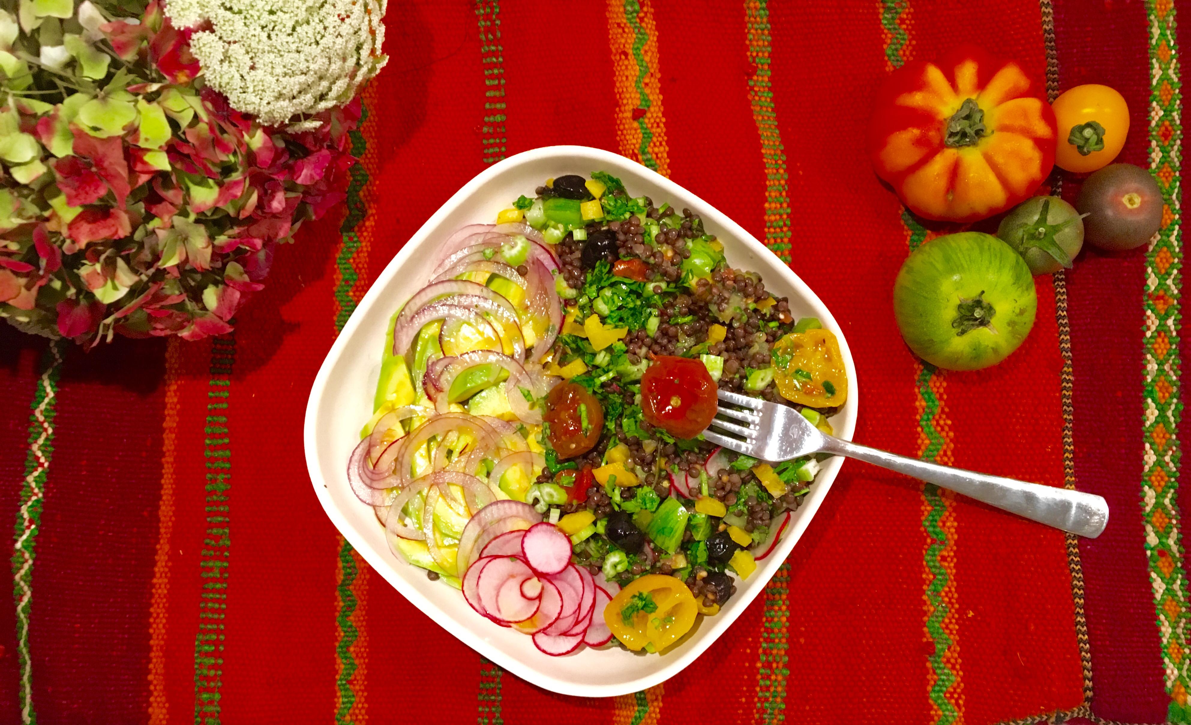 Salade de lentilles aux deux tomates et à l'avocat