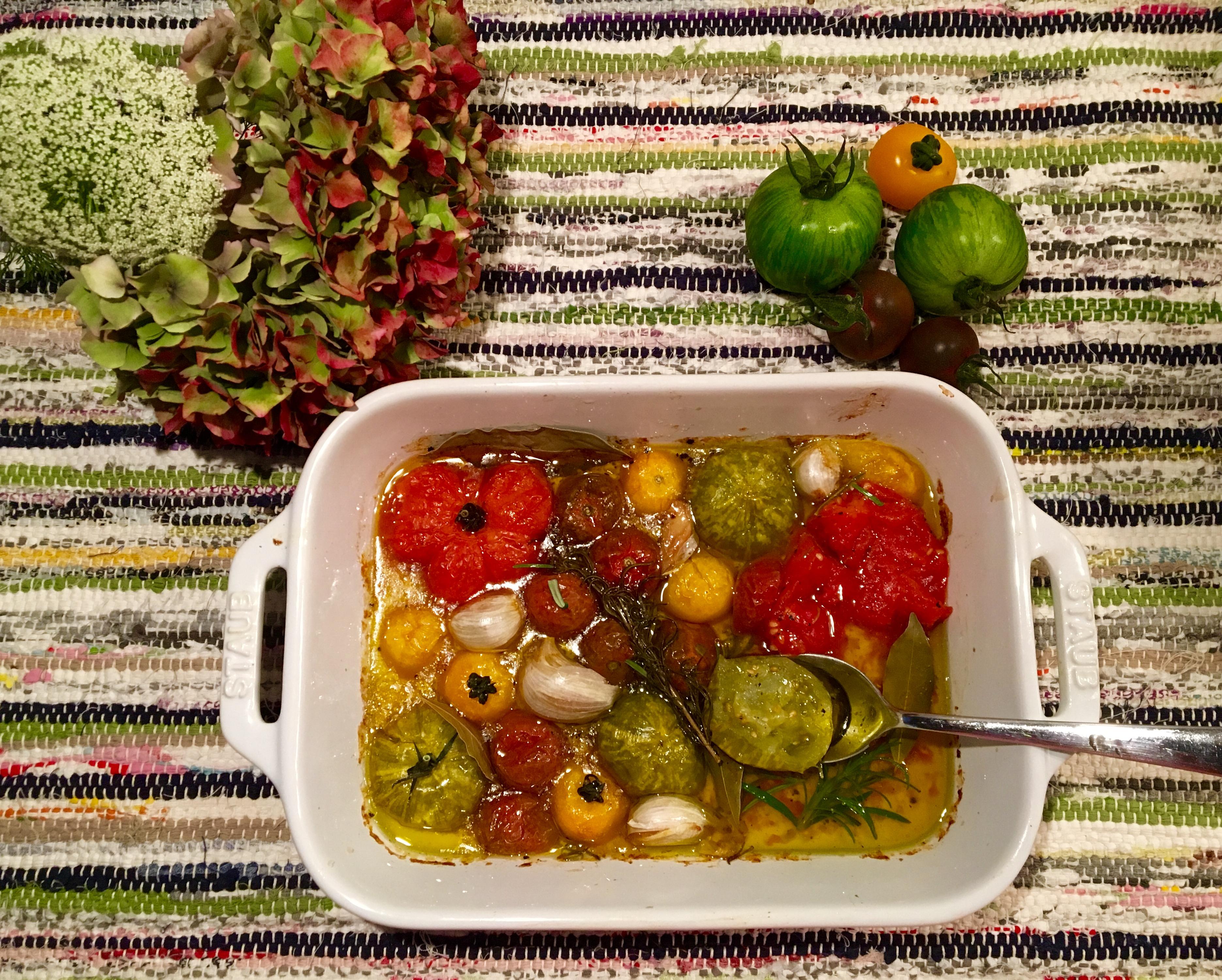 Tomates confites au romarin et à l'ail
