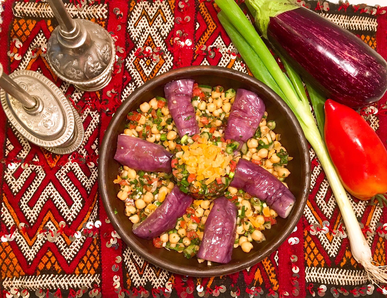 Salade d'aubergines vapeur aux pois chiches, salsa aux citrons confits