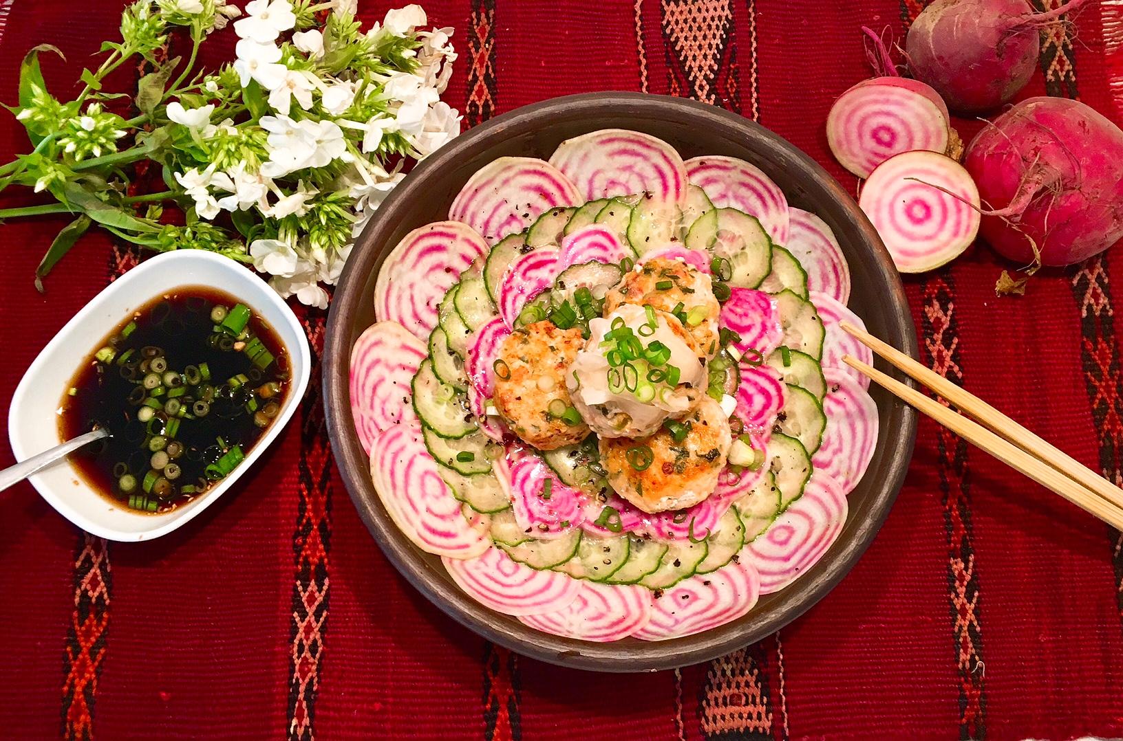 Boulettes de saumon aux crevettes façon nippone, tartare de tonda et de concombre