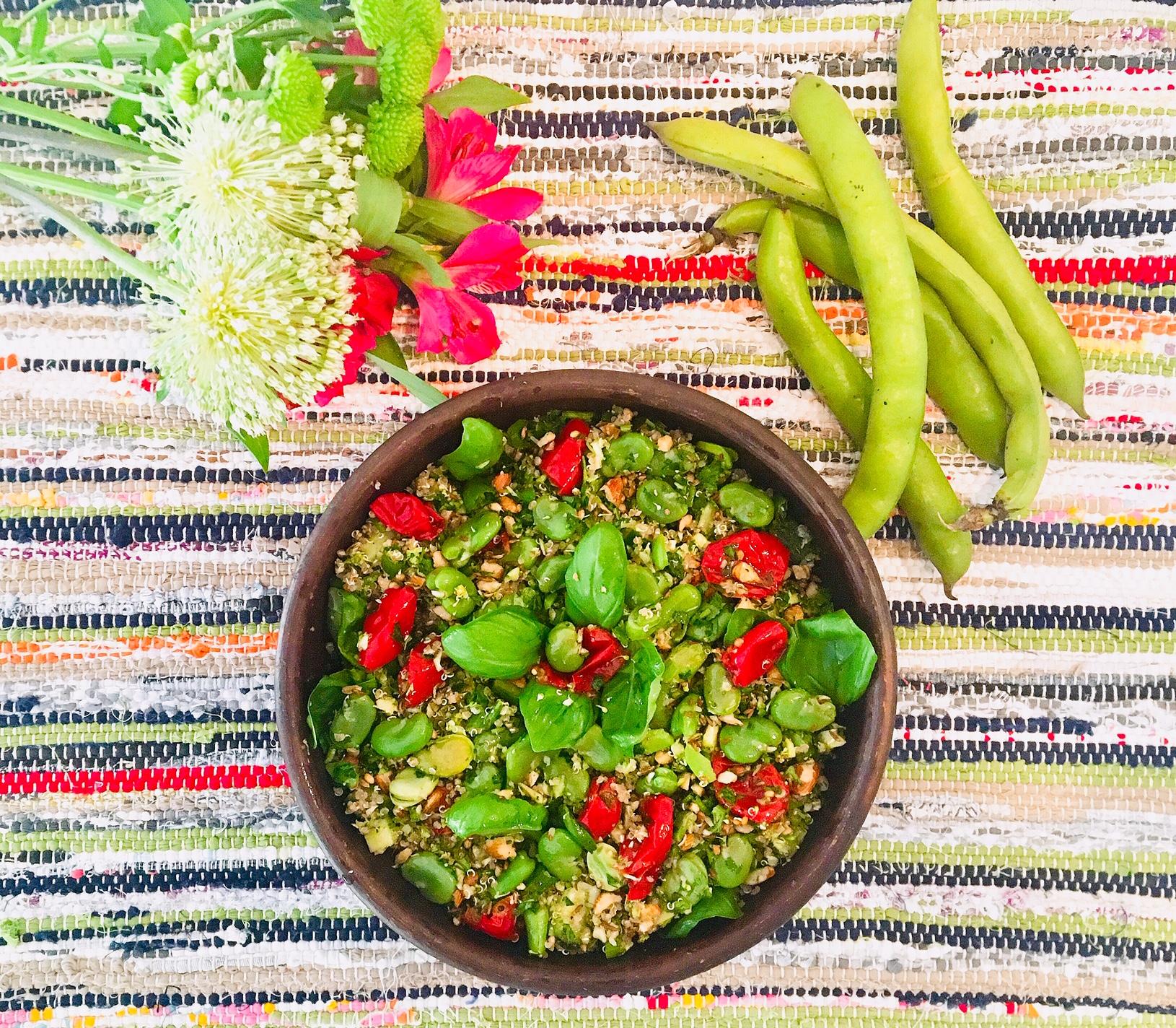 Salade de quinoa au fèves ,à la semoule de brocoli et aux tomates séchées