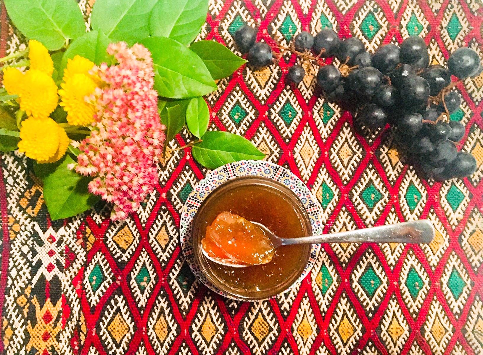 Gelée de raisin aux pommes et à l'anis étoilé