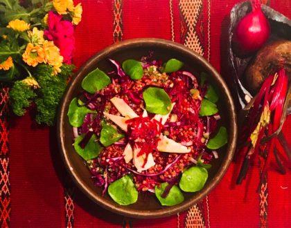 Salade de kasha aux betteraves, chou rouge et poisson fumé, vinaigrette aux capres